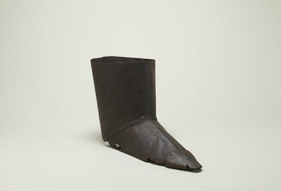 388_boot_for_torture_purposes_16th_century_0.jpg - From torture boots to pipes of peace - 3749