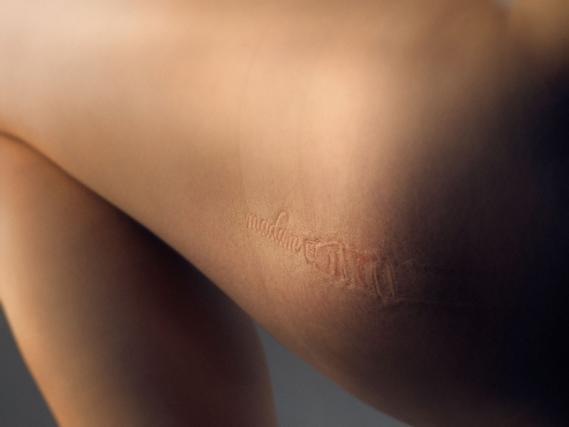 madam_leg_0.jpg - Madam's provocative identity - 5565