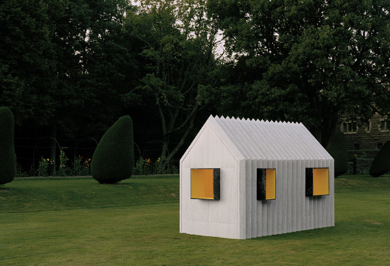 569happy_chameleon_cabin_1_0.jpg - The black and white house of paper - 5860
