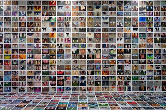 02_1_0.jpg - My Feet: a mass selfie from Erik Kessels - 6526