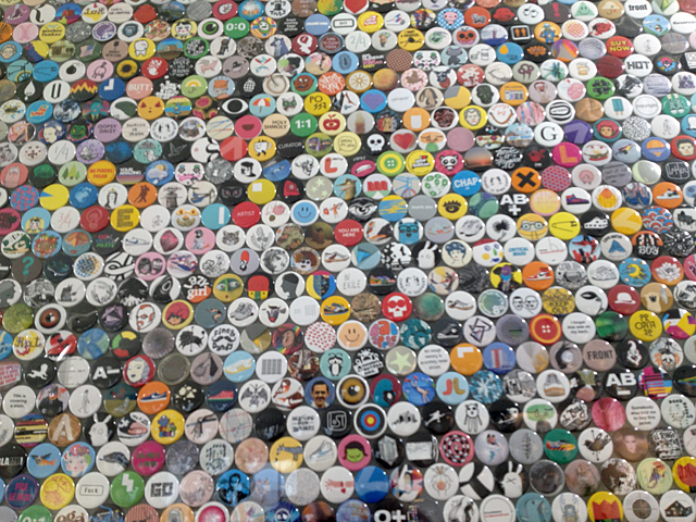stereohype10yrs_img_8388_640_0.jpg - Ten years of button badges - 6912
