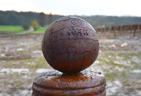 uefa_memorial_at_theba924a_0.jpg - Football marks 1914 Christmas ceasefire - 7049