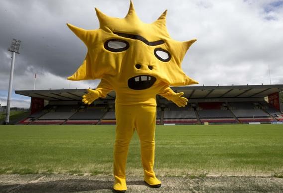 kingsley388_0.jpg - Meet Kingsley, football's latest furry friend - 7410