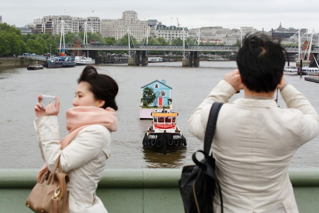 GB. England. London. Airbnb. 2015.