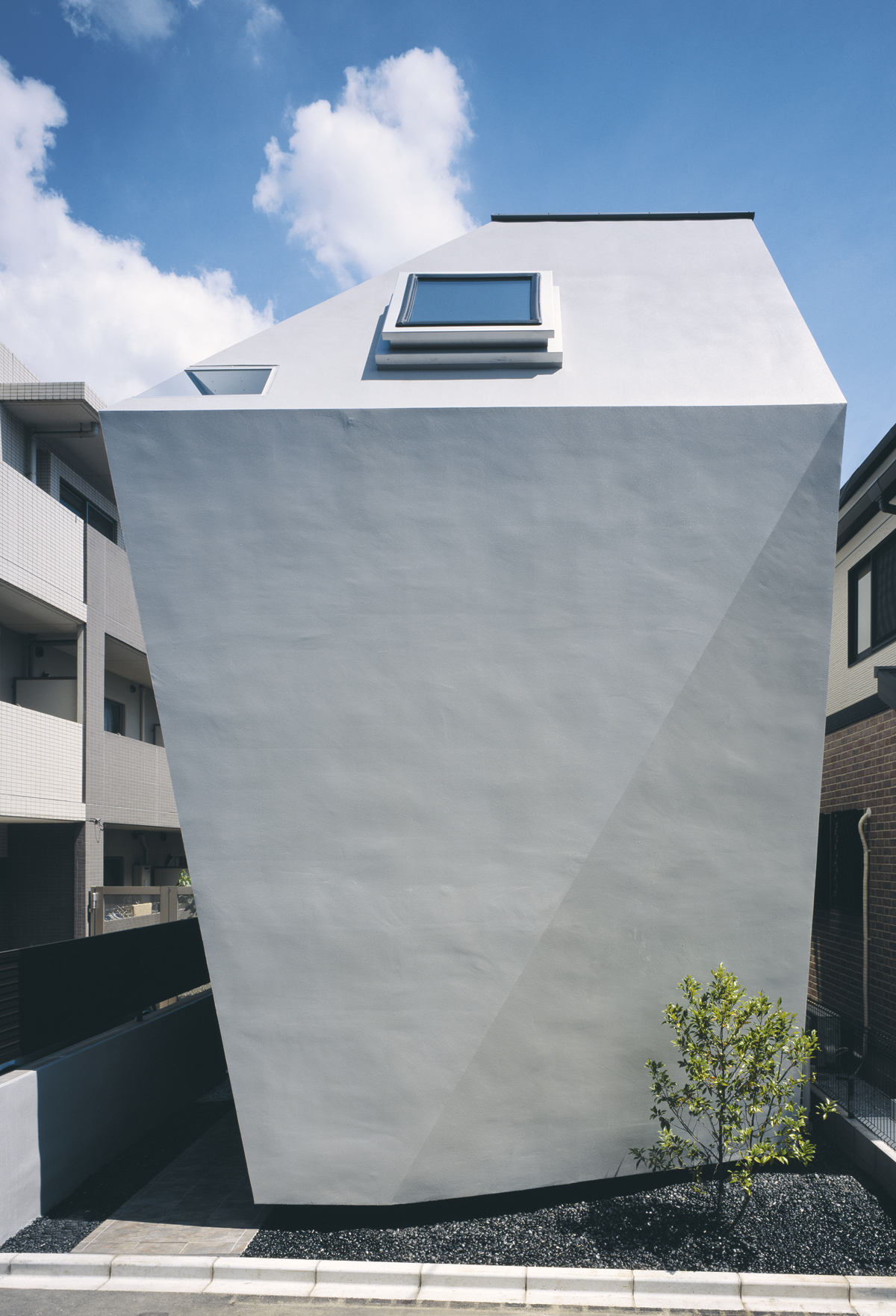 Live small japanese housing design creative review for Bb home design
