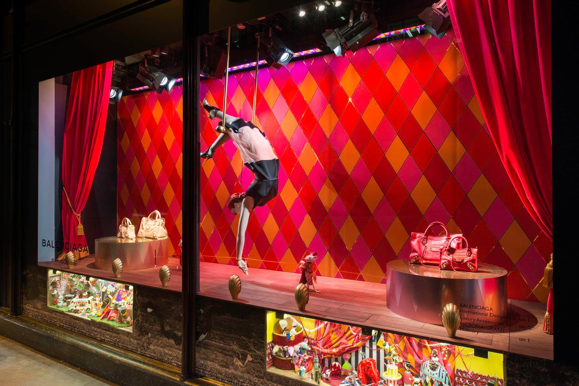 #BA1154 Christmas Windows: 10 Of The Best From London And New York  6429 décoration noel harrods 1840x1228 px @ aertt.com