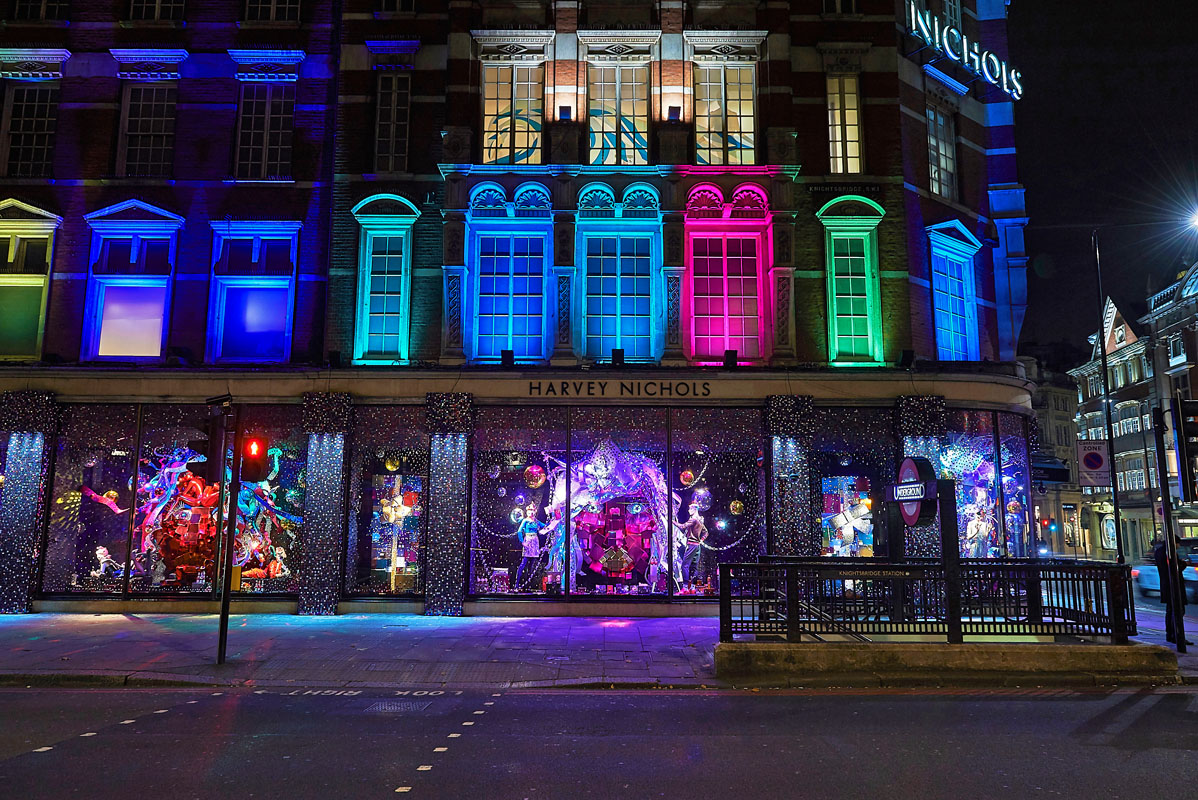 Harvey Nichols Christmas Windows - Heather Berrisford Getty Images -1538