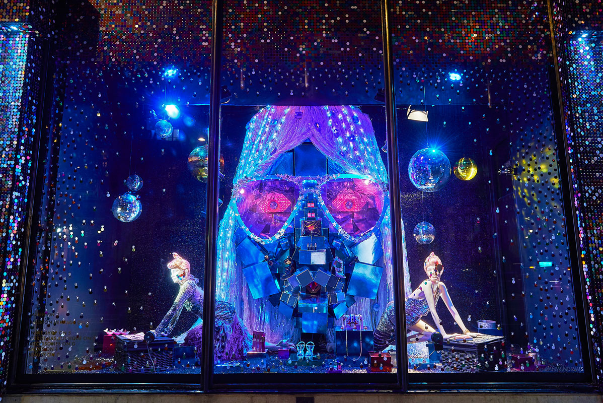 Harvey Nichols Christmas Windows - Heather Berrisford Getty Images -1544