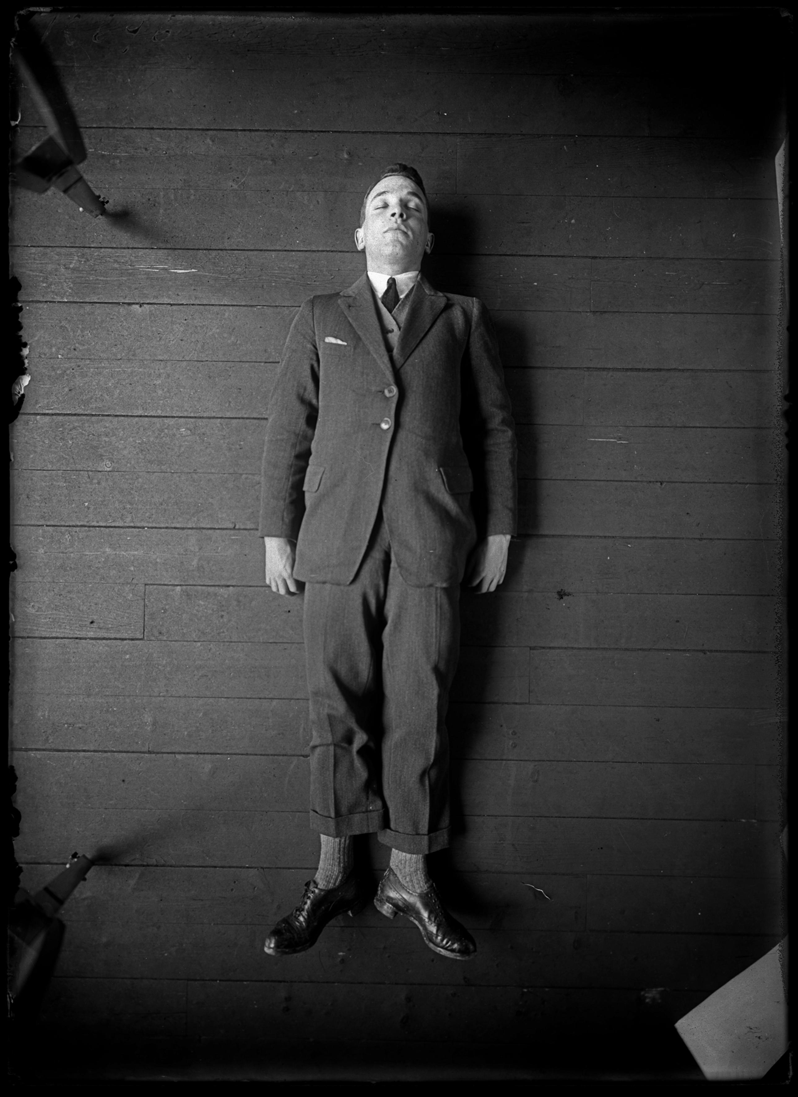 Rodolphe A Reiss, Simulated corpse, demonstration of the Bertillon metric photography system, 1925. © RA REISS. Courtesy of Collection of the Institut de Police Scientifique et de Criminologie de Lausanne