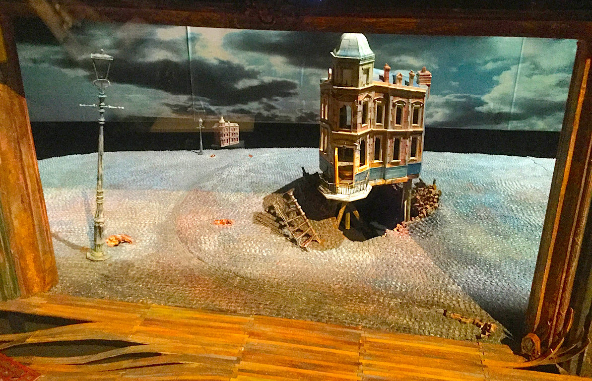 A set model for An Inspector Calls (1992)