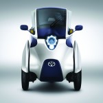 Toyota's i-Road is 870mm wide and apparently requires a parking space of half or even a quarter of that of a regular car. The left and right front wheels move up and down independently, synchronised in response to the driver's steering. The vehicle automatically selects the optimal lean angle when cornering
