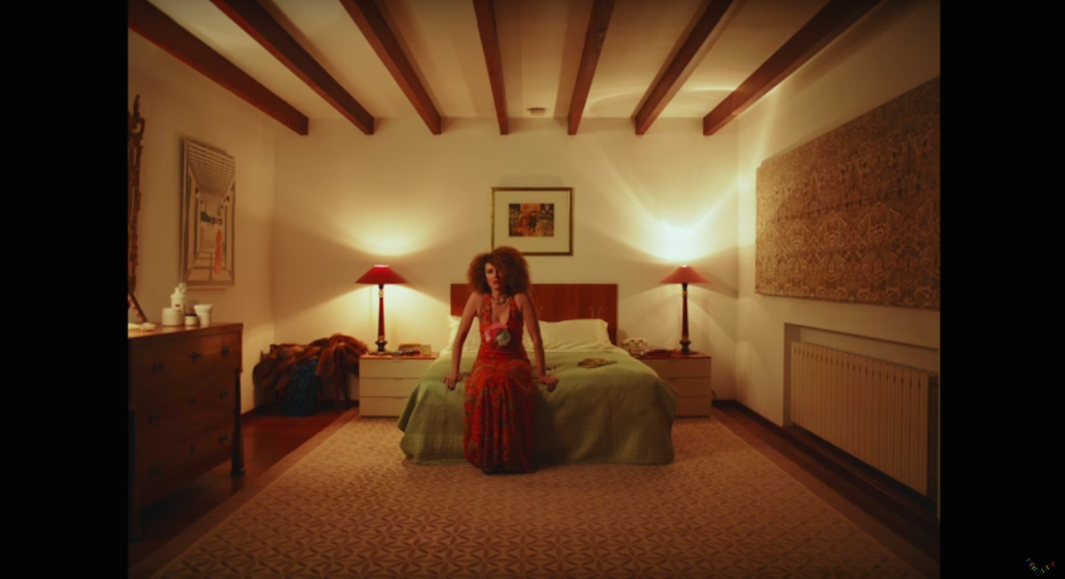 Dawn Shadforth directs Sharon Horgan in new Metronomy video