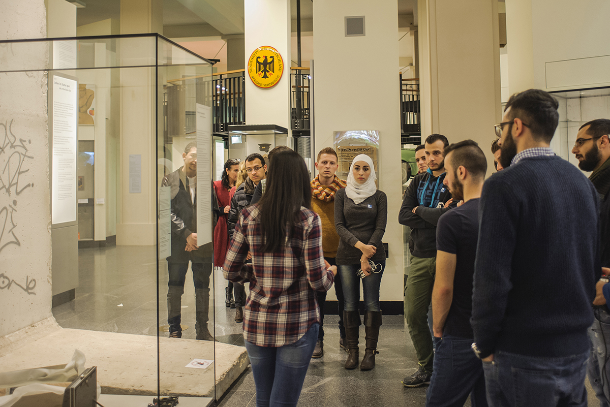 Multaqa, or 'meeting point' in Arabic, is a joint initiative by a group of Berlin museums under which refugees from Iraq and Syria have been trained to work as tour guide. Image: AR Laub