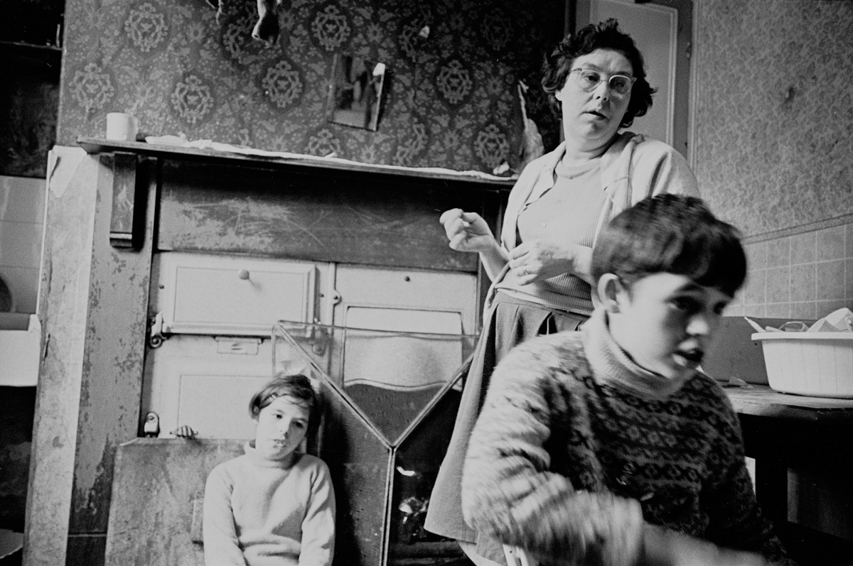 rs24373_family-in-kitchen-of-slum-property-bradford-1969-27-12-lpr