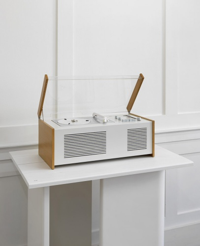 SK 4 Phonosuper, combined audio system Designers: Hans Gugelot, Instructor, Product Design, Otl Aicher, Instructor, Visual Communication, Wilhelm Wagenfeld, and Dieter Rams, Designer at Braun. 1956, Manufacturer: Braun. Courtesy Braun P&G/Braun Collection, Kronberg. Photo by Marcus J. Leith
