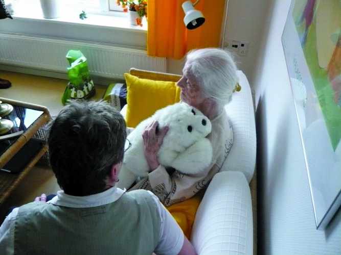 Japanese design idea, Paro the seal, meant to comfort the elderly