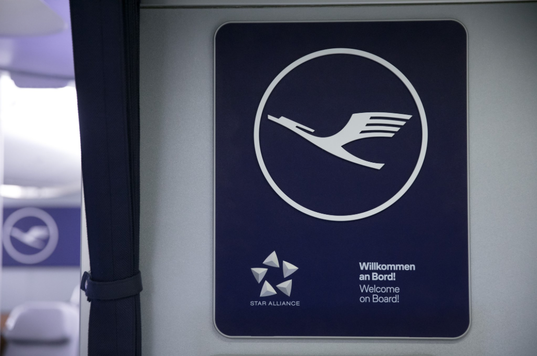 Into the blue: Lufthansa's new logo - Creative Review