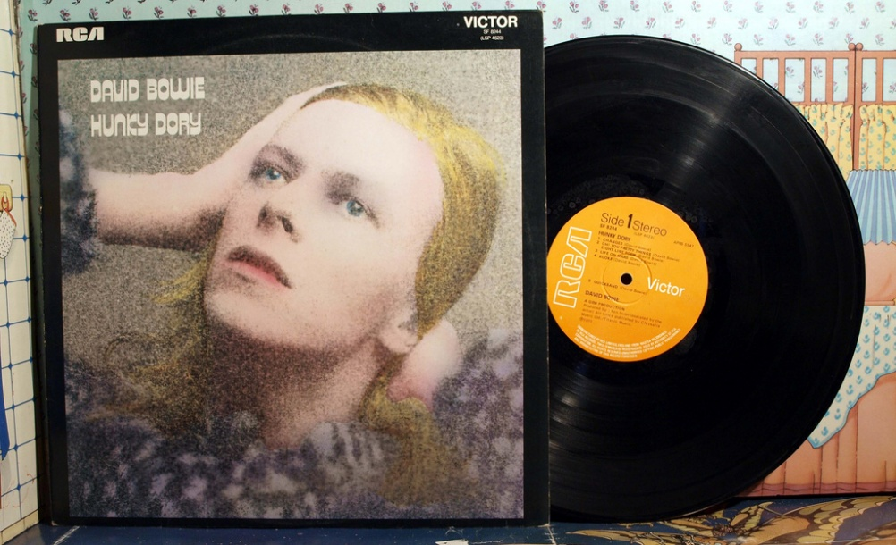 Hunky Dory album cover, David Bowie