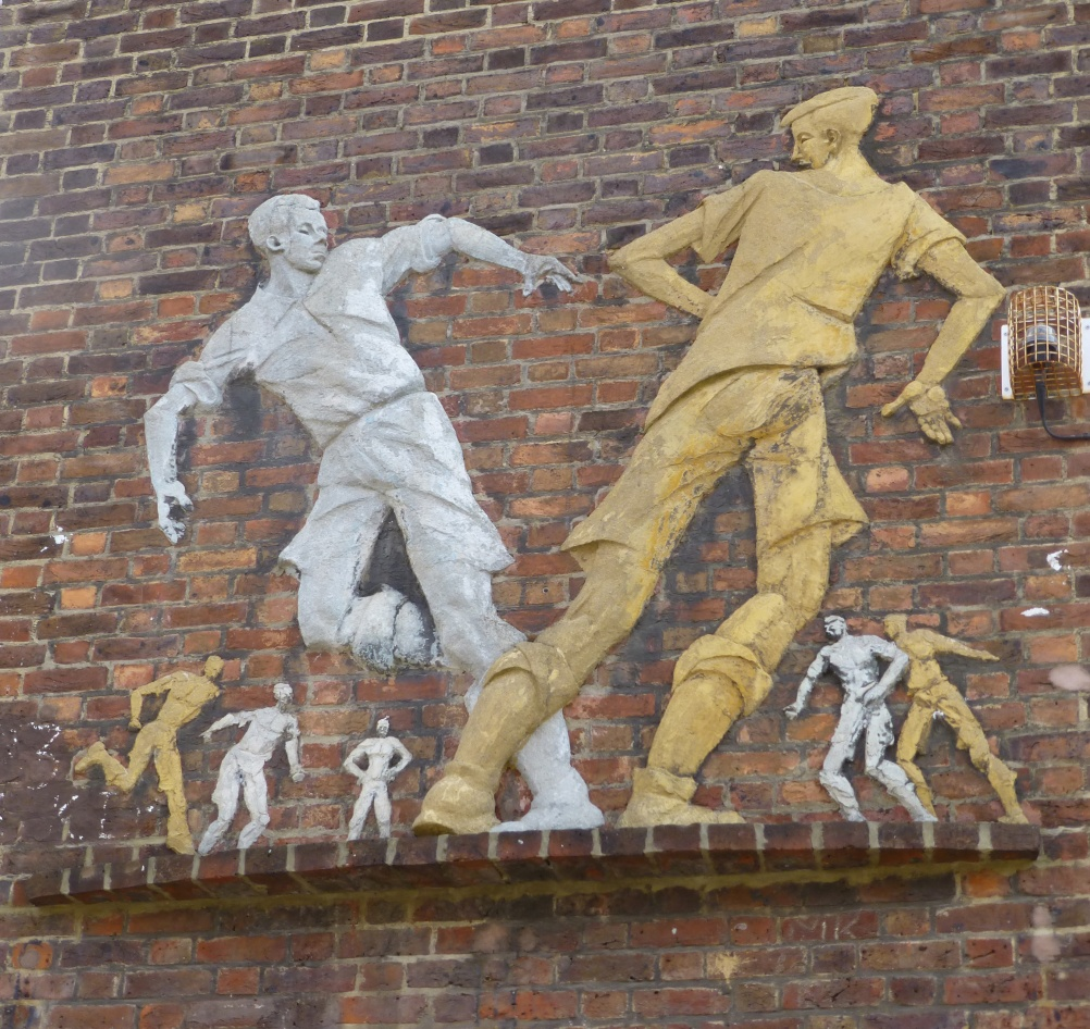 Relief of Boys Playing Football by Peter Laszlo Peri, 1951-2. Wareham House, South Lambeth Estate, Fentiman Road, London. Listed Grade II This was also commissioned for a social housing estate in South London which was rare during the period of austerity following the war. Although Peri was largely ignored by the 20th Century British art establishment, perhaps because of his Hungarian nationality or communist leanings, he produced many pieces of art for social housing and educational buildings. © Historic England