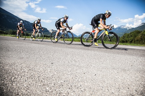 04_BOARDMAN BIKES Group of cyclists RGB
