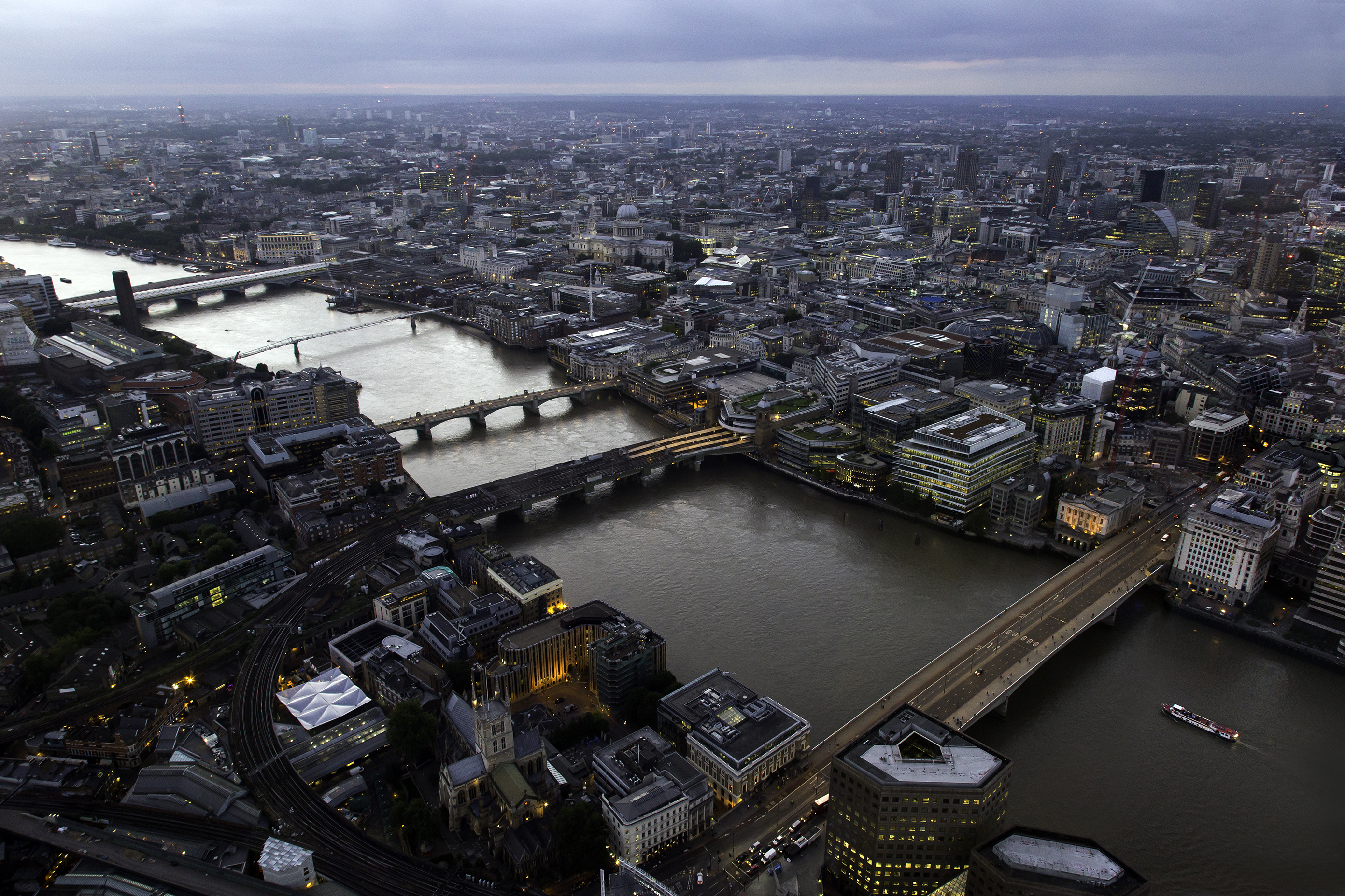 1 From left to right London Bridge, Cannon Street Railway Bridge, Southwark Bridge, Millennium Bridge, Blackfriars Bridge and Blackfriars Railway Bridge (all taken from the Shard)