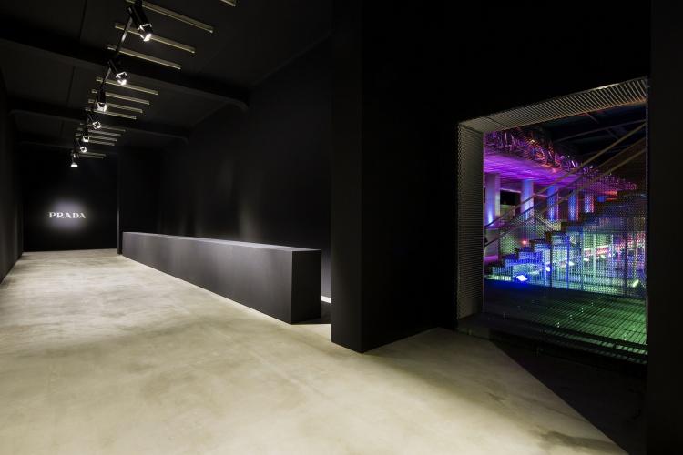 Prada Men's and Women's SS17 Fashion showspace_int 01