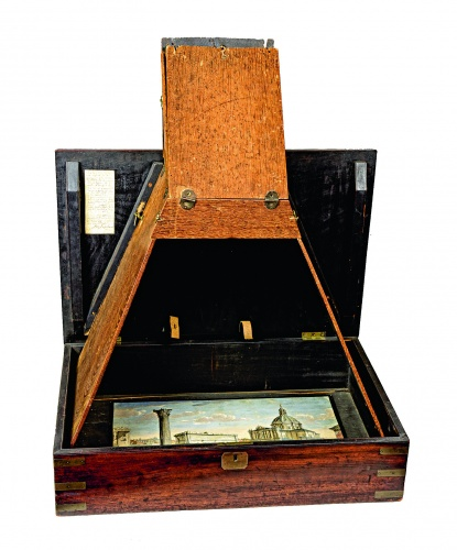 1. Boîte d'optique, British, ca.1740 (c) Victoria and Albert Museum, London. Photographer - Dennis Crompton