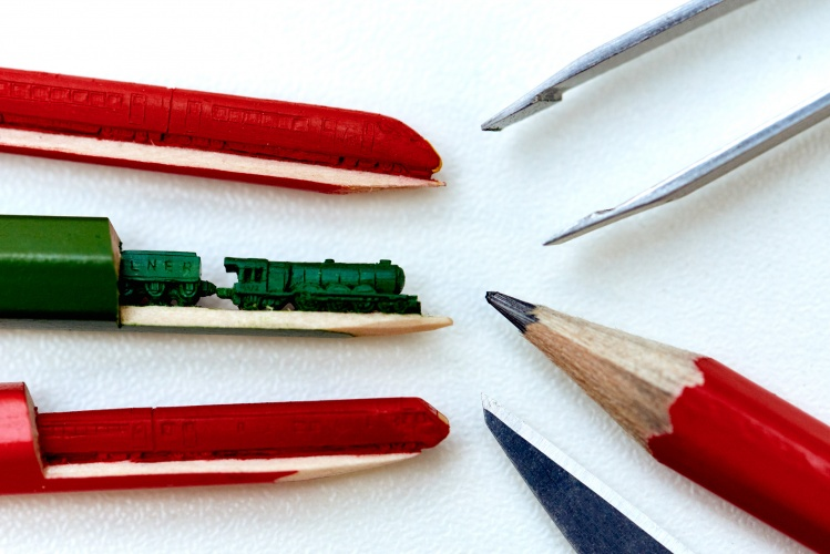 Minute sculptures of The Flying Scotsman and Virgin Azuma by