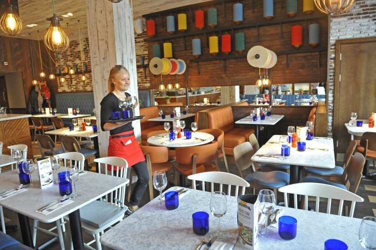 "PizzaExpress Glossop - a ""retail"" restaurant"