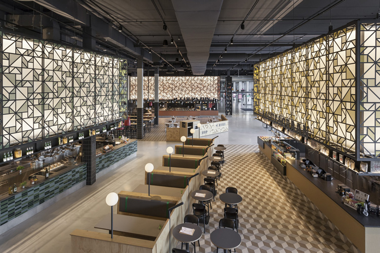 Speys food court interior design by uxus for Design consultancy amsterdam