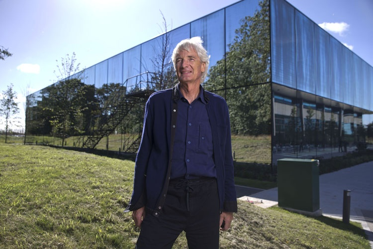 Dyson plans to launch electric auto in 2020