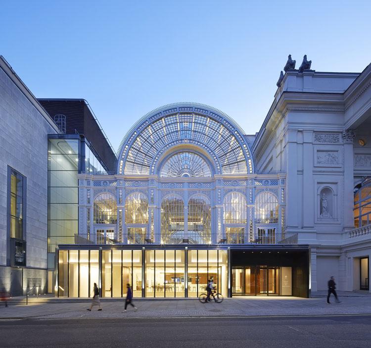 "Royal Opera House waves goodbye to ""elitist"" image with new"