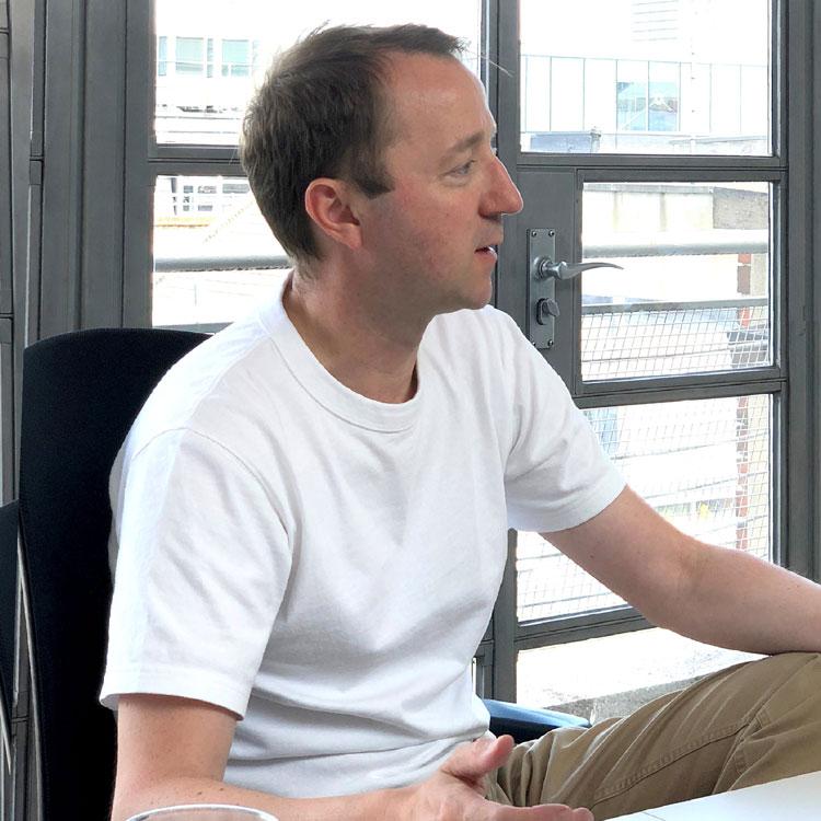 ¿Qué significa la partida de Jony Ive para Apple?: Apple, cambio de tamaño de hugo-jamson