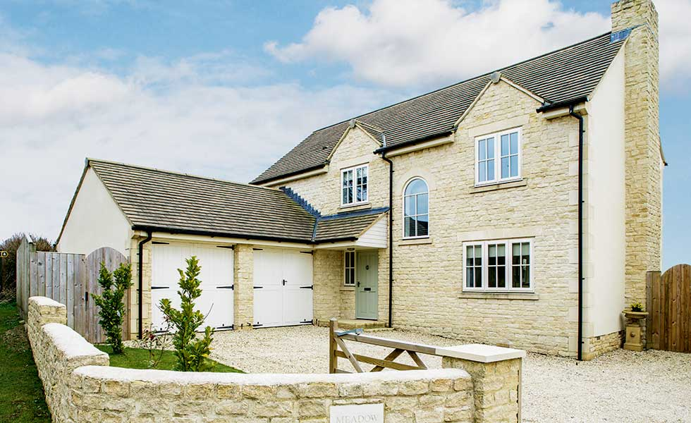 Low cost cotswold stone home homebuilding renovating for Cost of building own home