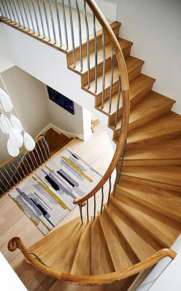 Curved staircase by Bisca