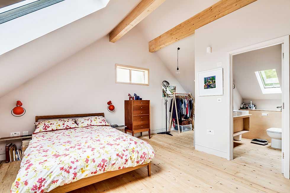 Third floor bedroom in the eaves