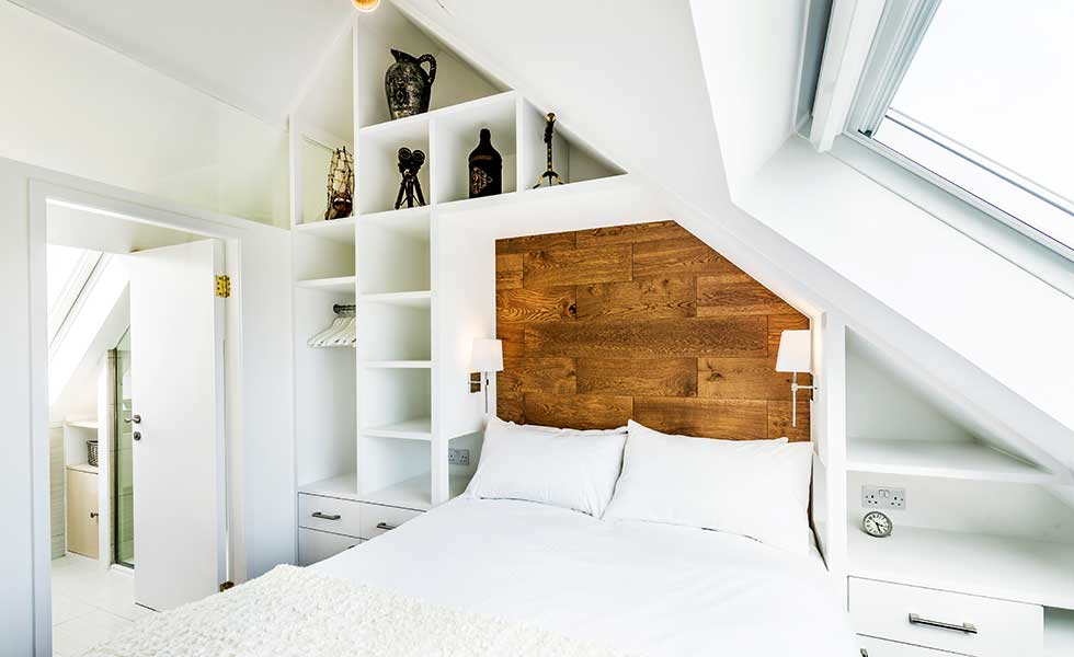 15 design ideas for vaulted ceilings homebuilding for Small room vaulted ceiling