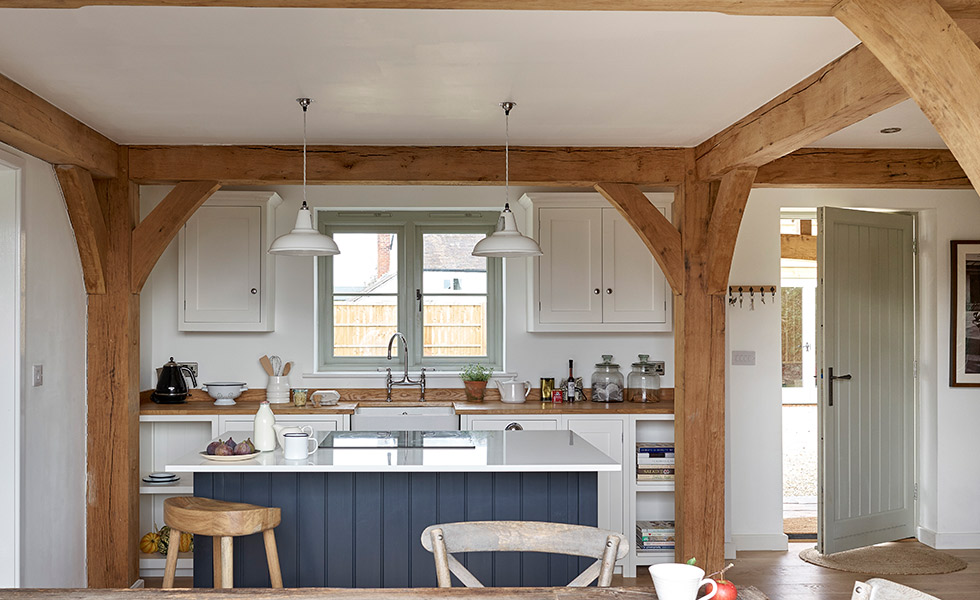 budget-oak-frame-home-country-cottage-kitchen