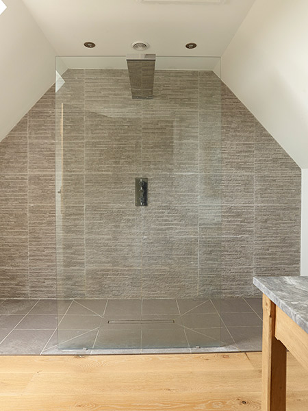 budget-oak-frame-en-suite-bathroom-with-walk-in-shower