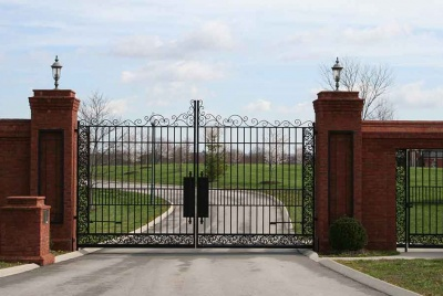 Steel gates allow you to design an elegant entrance to your driveway or property