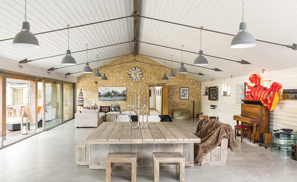 The dedicated party barn in this Cotswolds barn conversion
