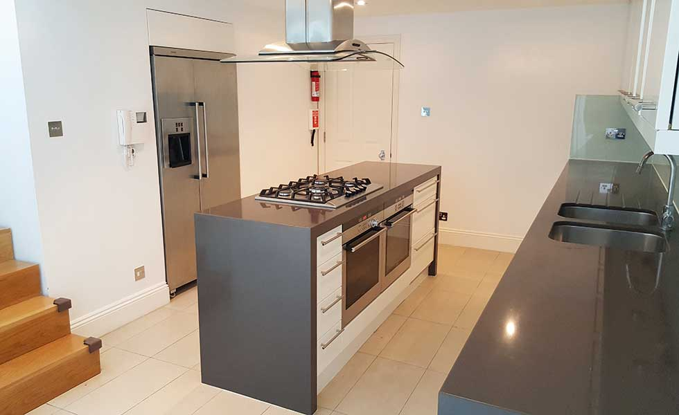 Second hand contemporary kitchen