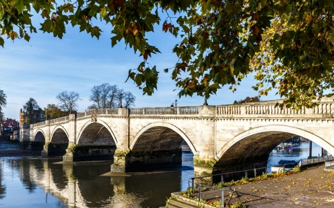 richmond-bridge-autumn-leaves-1280x960