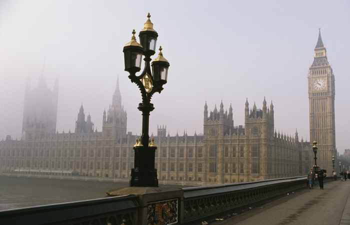 Parliament-UK-London-Building-Fog-700x450.jpg