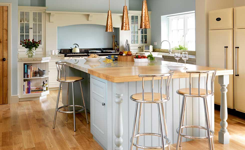 Harvey Jones Original blue and cream painted kitchen with breakfast bar