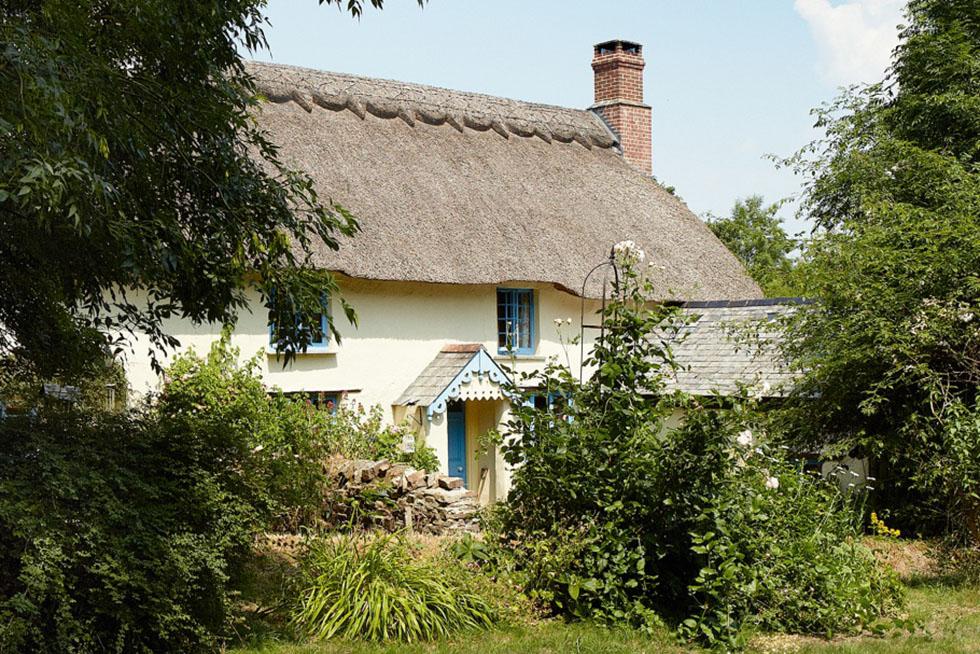 listed 16th century cob longhouse