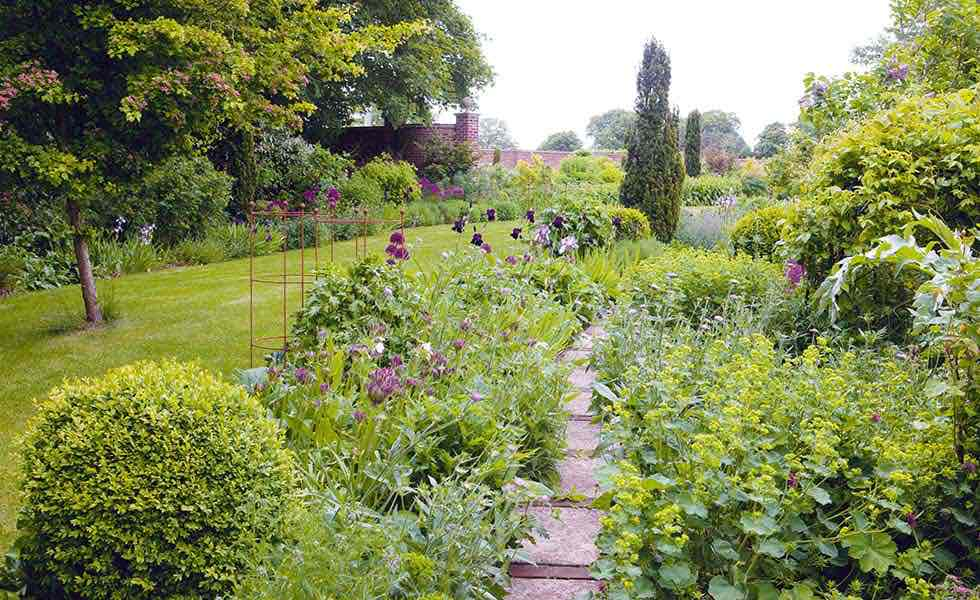 garden english country garden with paths and beds