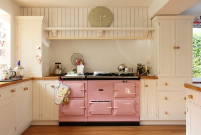 Pineland Shaker-style solid wood painted kitchens are a great choice if you're on a tight budget