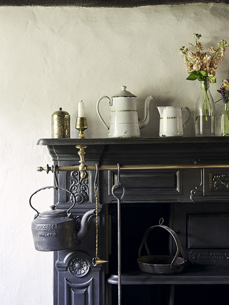 Victorian range in a 17th-century cottage