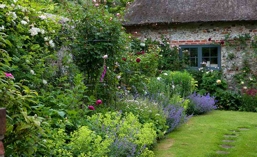 How to create a cottage garden period living for Creating a small garden